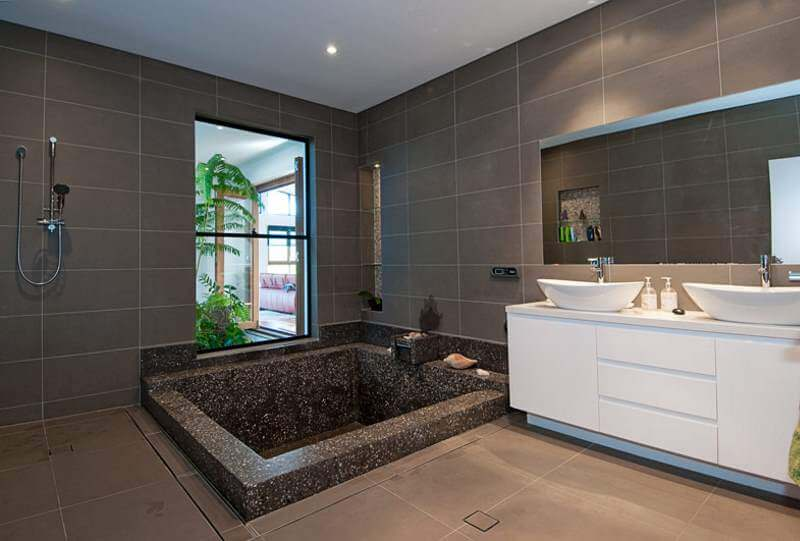 5012 Emerald bathroom